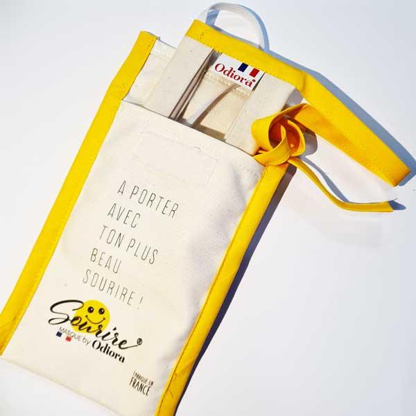Transportez votre masque sourire en toute sécurité. La pochette à masque Sourire protège des rayures votre masque inclusif transparent Odiora