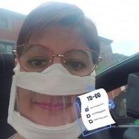 Selfie d'une jeune femme portant un Masque Sourire
